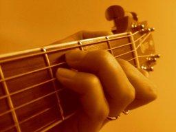 Marinka_van_Holten_guitar385.jpg