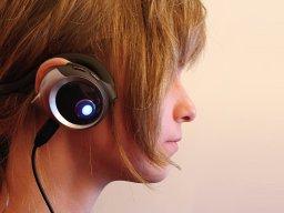 Stefanie_L_headphones877.jpg